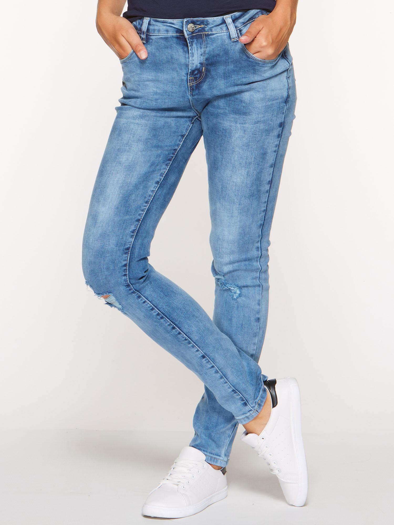 jeansy-z-dziurami