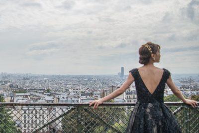 czarna sukienka z tiulowanym dołem