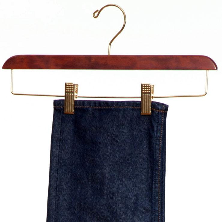 wieszak clip na ubrania drweniany